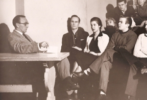 Sanford Meisner (left) teaching at the Neighborhood Playhouse, 1957 / risabg.com